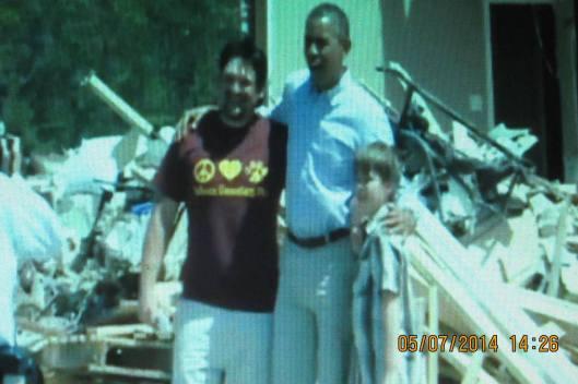 President Obama greets Daniel Smith along with Garrison Dority, 6 (hidden) and Gabriel Dority, 9