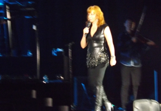 Reba works the stage. (Staff photo by Mariann Hyslop)
