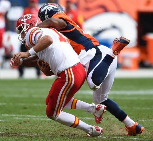 Bronco linebacker Brandon Marshall sacks Chiefs quarterback Alex Smith. (Denver Broncos photo)