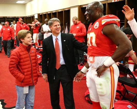 Chiefs CEO Clark Hunt congratulates Justin Houston on his record breaking performance. (Kansas City Chiefs photo)