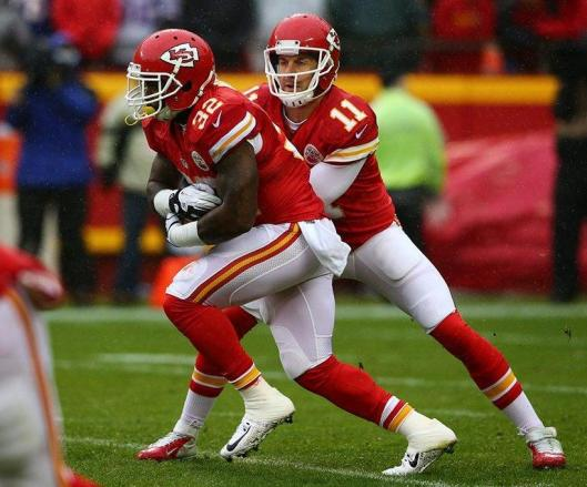 Scencer Ware gets the ball from Alex Smith.  (Kansas City Chiefs photo)