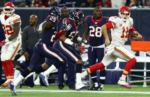 Quarterback Alex Smith runs with the ball. (Kansas City Chiefs photo)