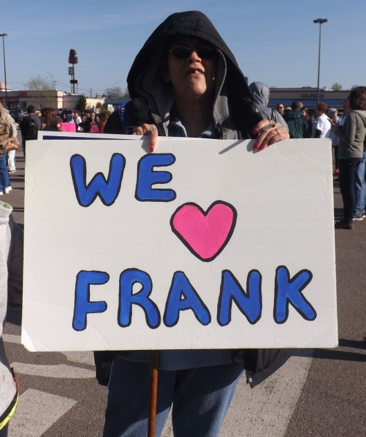 Obviously, many people love Frank. (Hill 'n Holler staff photo by Mariann Hyslop)