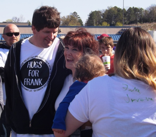 Frank with fans. (Staff photo by Mariann Hyslop)