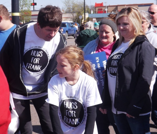 Frank autographs the T-Shirt of a young fan. (Staff photo by Mariann Hyslop)