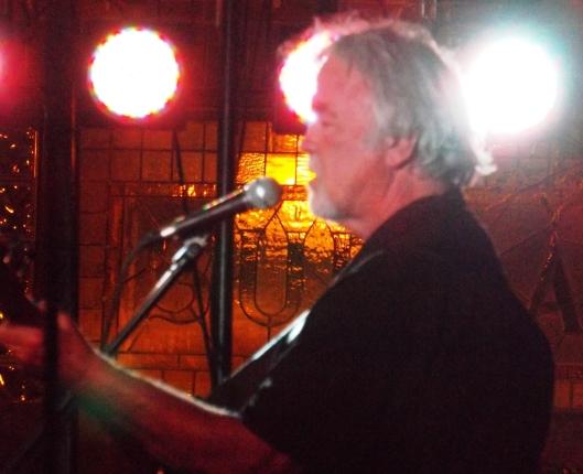 Gary Morris sings.  (Staff photo by Mariann Hyslop)