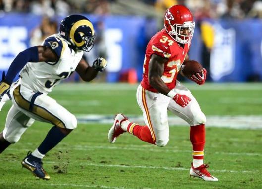 Knile Davis, a former Arkansas Razorback, runs with the ball. (Kansas City Chiefs Photo)